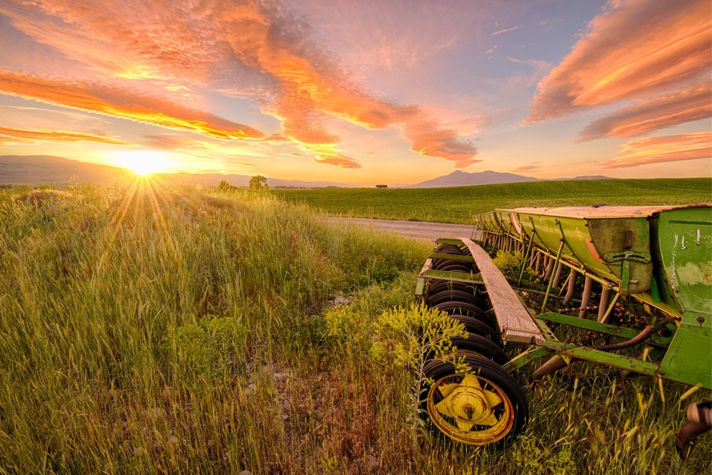 Using HDR in the image below allowed me to reveal the details of the machinery as well as the colors of the sky. I shot the image using 14-24mm lens at f/11.