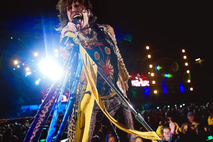 StevenTyler performing during an Aerosmith concert.