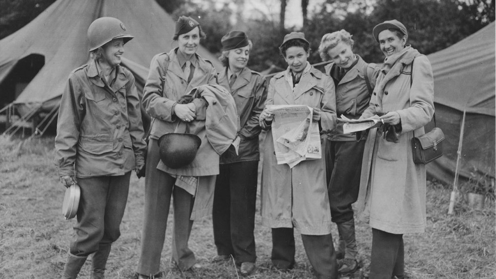 Group-of-WWII-Women-reporters